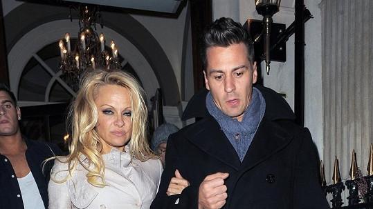 Pamela Anderson a Matt Evers.