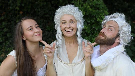 Veronika Žilková se rozhodla ve spolupráci se svojí rodinou uvést divadelní hru.