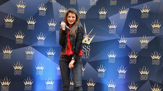 Zpěvačka Adéla Částková by se mohla z fleku do soutěže krásy zapojit.