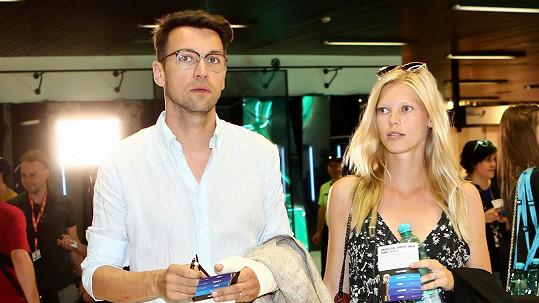 Lukáš Hejlík s těhotnou manželkou Veronikou