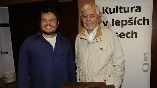 Josef Abrhám mladší s otcem, který je na něj náležitě pyšný.