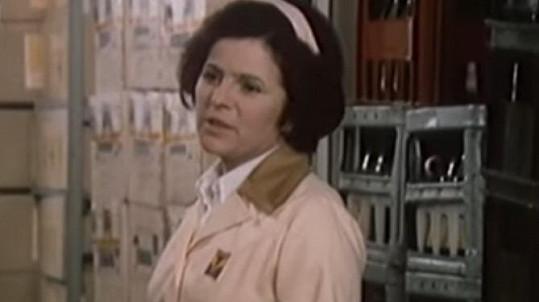 Jiřina Švorcová jako Anna Holubová v seriálu Žena za pultem