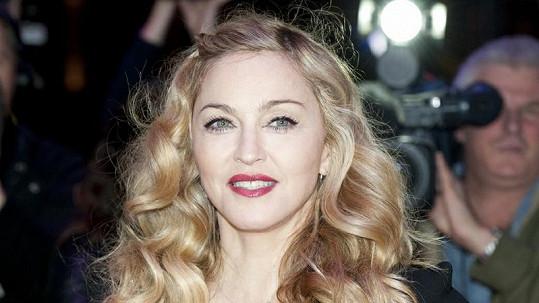 Madonna na premiéře svého nejnovějšího filmu W.E ve Westminsteru.