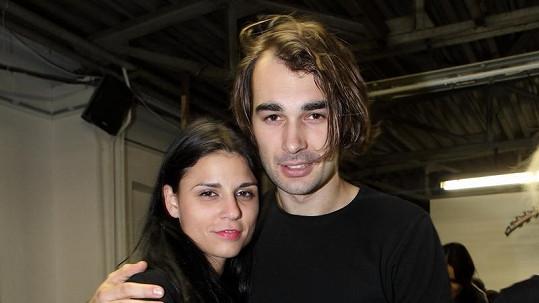 Lili Sarah Fischerová s manželem Adamem.