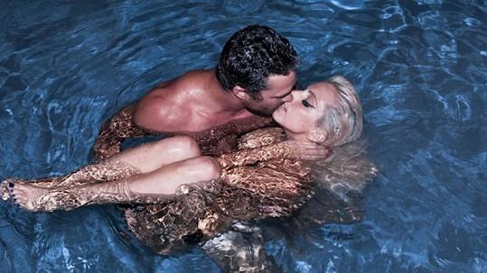Lady Gaga se svým přítelem Taylorem Kinneym.