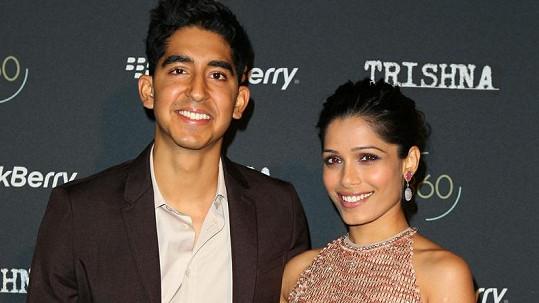 Dev Patel a Freida Pinto se poznali díky filmu Milionář z chatrče.