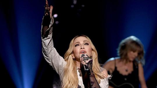 Madonna s Taylor Swift vystoupily společně v Los Angeles.