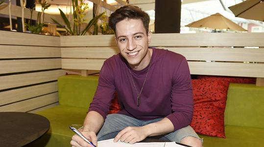 Milan Peroutka podepsal smlouvu na muzikál.