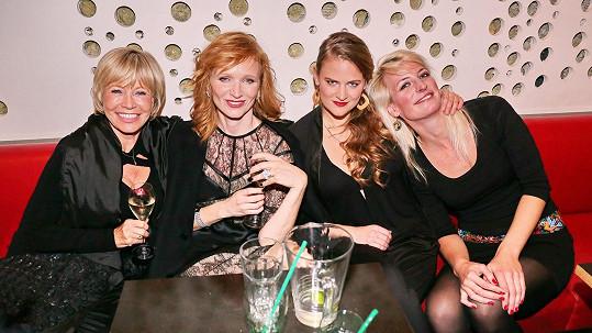 Švandová, Geislerová, La Chia a Polívková se sešly na párty. A bylo veselo!