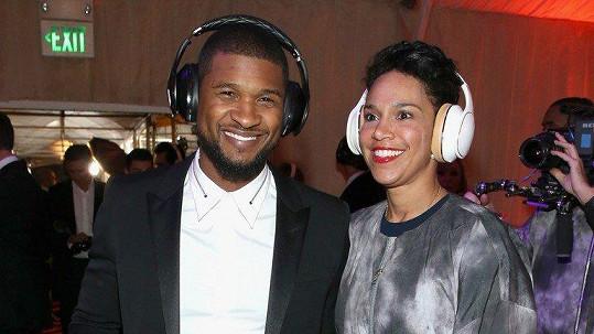Usher se rozvádí.