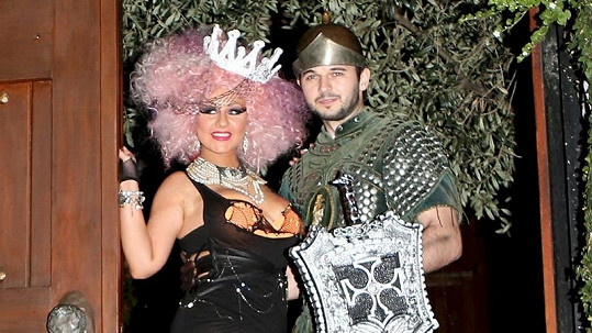 Christina Aguilera s přítelem pózují fotografům.