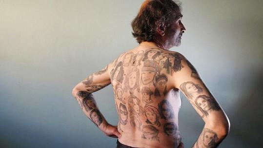 Mexičan je přesvědčen, že tetování stále ještě nemá dost a chce ještě nějaké na záda, paže a hrudník.