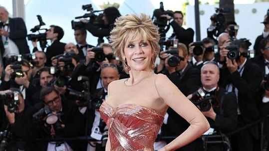Jane Fonda zářila na červeném koberci.