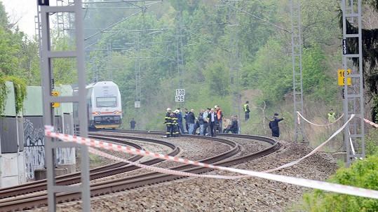 Záběr z vyšetřování na místě smrti Ivety Bartošové