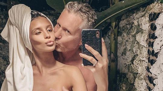 Modelka Daniela Zálešáková a její o 32 let starší přítel Pepa se vzít zatím nemohou.