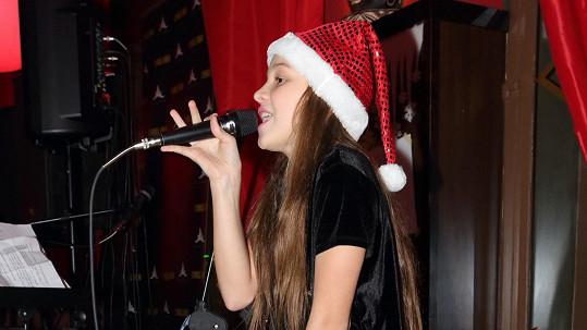 Kačka Ujfaluši zpívala v baru.