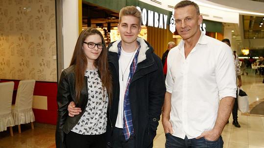 Martin Maxa se synem a jeho přítelkyní