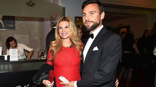 Roman Vojtek opustil těhotnou manželku.