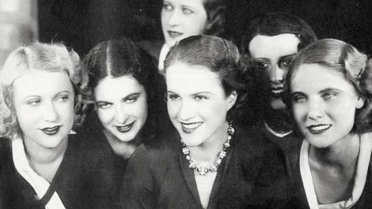 Slavná česká herečka byla ve svém prvním filmu téměř k nepoznání.