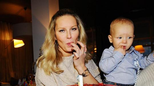 Simona Krainová se synem.