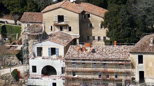 Zámek Miraval, který si v Provence koupili Brad Pitt a Angelina Jolie.