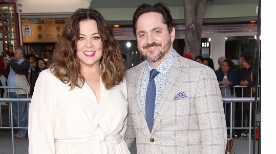 Melissa McCarthy s manželem Benem Falconem na premiéře jejich snímku The Boss