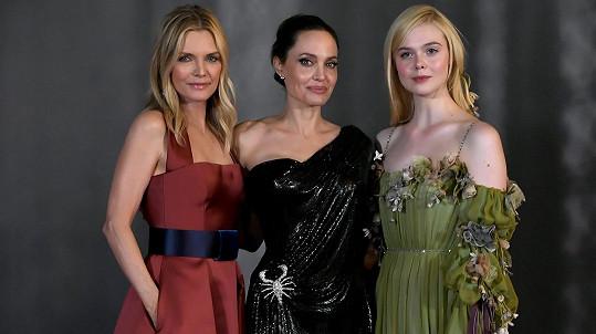 Michelle Pfeiffer, Angelina Jolie a Elle Fanning na premiéře filmu Zloba: Královna všeho zlého