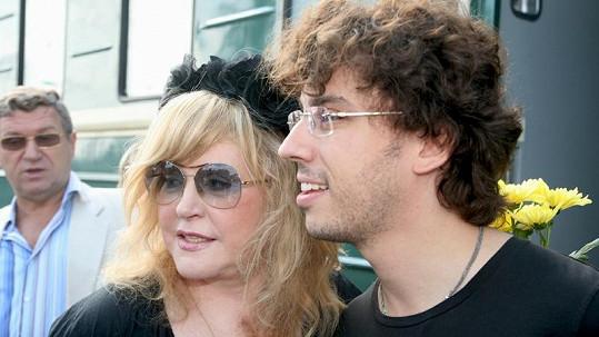 Zpěvačka Alla Pugačova s Maximem Galkinem.