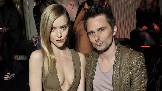Frontman kapely Muse Matt Bellamy se oženil s modelkou Elle Evans.