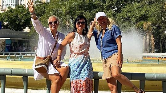 Vendula Pizingerová (vpravo) s kamarádkami Markétou a Hankou