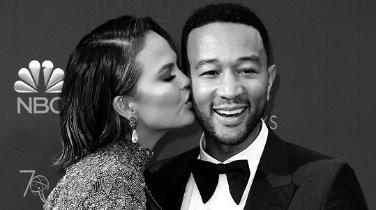 Chrissy Teigen a John Legend čekají třetí dítě.