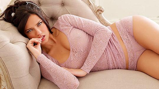 Adriana Lima je oficiálně svobodnou ženou.