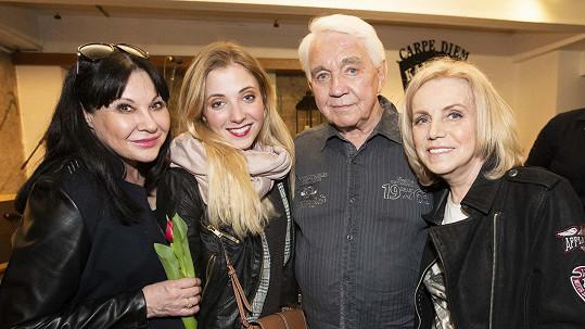 Dáda Patrasová s dcerou Aničkou a manželé Krampolovi vyrazili na koncert a párty.