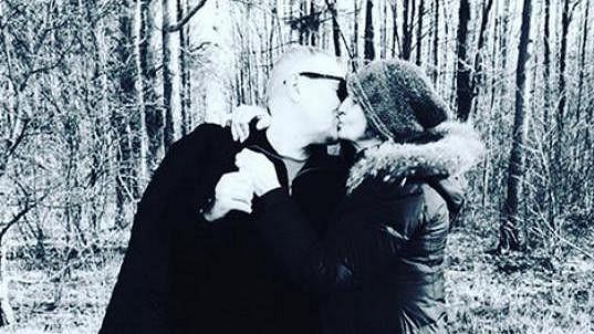 Eva Holubová a líbačka s manželem