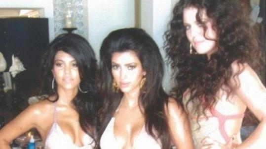 Kardashianky v plné polní.