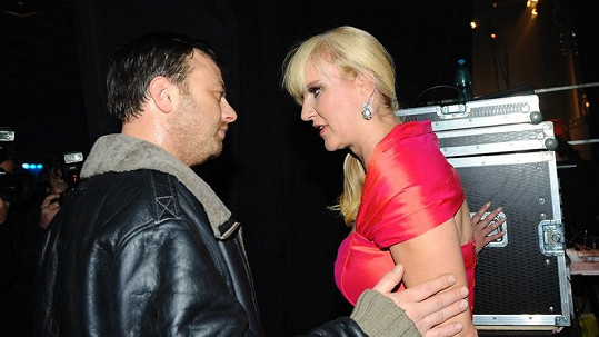 Patrik Auš s exmanželkou Vendulou Svobodovou si pomyslně vjeli do vlasů.