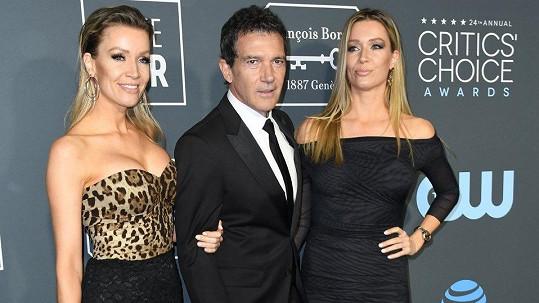 Antonio Banderas s partnerkou Nicole Kempel (vlevo) a její sestrou Barbarou