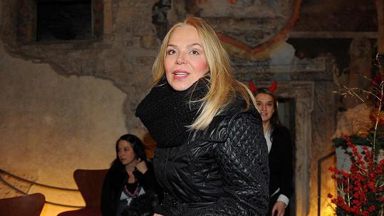 Dagmar Havlová vypadá i s oparem úchvatně.