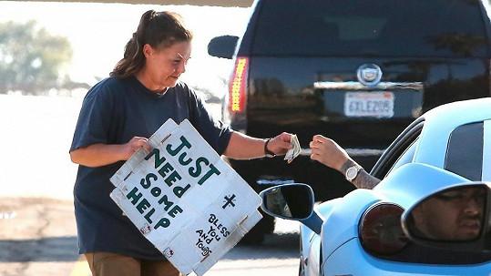 Justin Bieber očekával chválu, místo toho je za honosné prezentování své štědrosti pro smích.