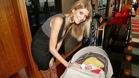 Iveta se svou měsíční dcerou Anetkou