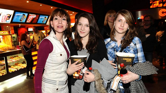 Michaela Dolinová vyrazila s dcerami do kina.