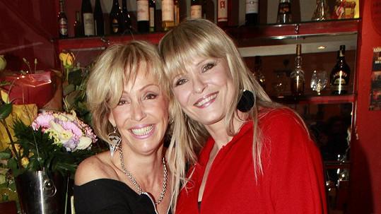 Chantal Poullain a její půvabná sestra Beatrice.