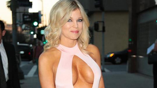 Americká herečka Donna D'Errico (49) se vysmála působení času.