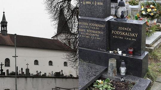 Ostatky Jiřiny Jiráskové spočinou na tomto malebném hřbitově.