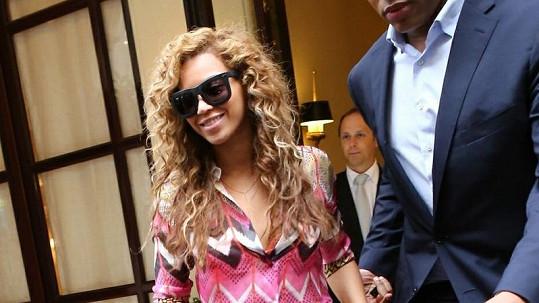 Beyoncé v Paříži, kde doprovázela svého manžela na koncert.