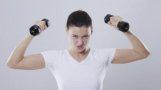 Ženy mohou nejčastěji dosáhnout vyvrcholení při zvedání činek. Ilustrační foto