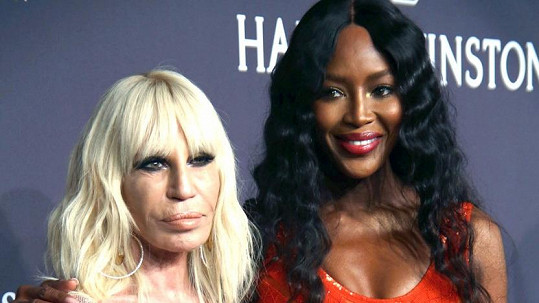 Donatella Versace a Naomi Campbell