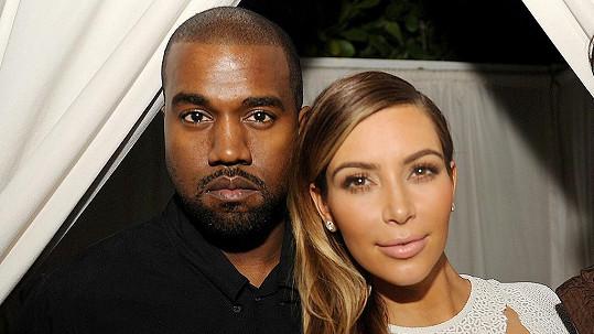 Kim a Kanye prý očekávají dvojčata.