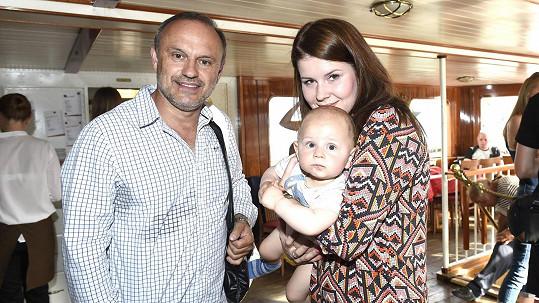 Karel Zaňák s partnerkou a synem