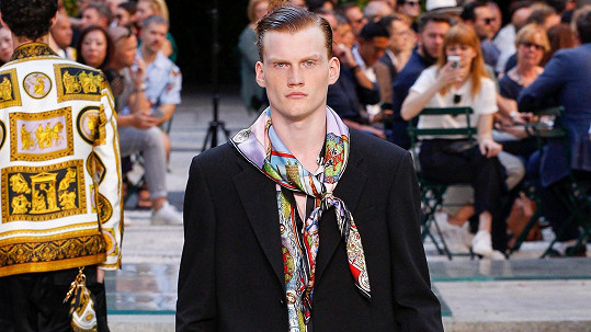 Kristian Černík předváděl poslední pánskou kolekci Versace.